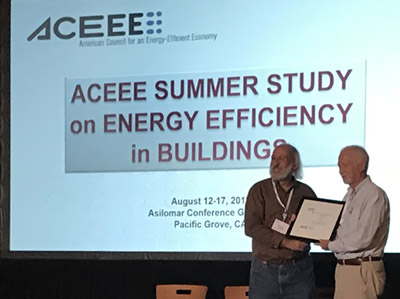 Danny Parker receives award from ACEEE